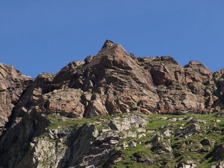 Read more about the article La pera della Rossa, trittico di arrampicate facili da scoprire