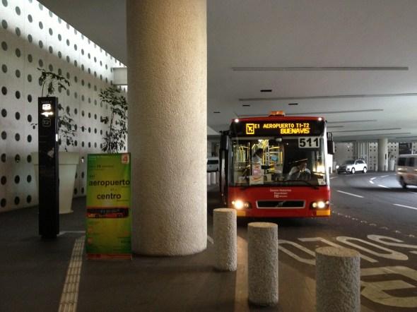 La parada del Metrobús en la terminal 2 del aeropuerto de la Ciudad de México.