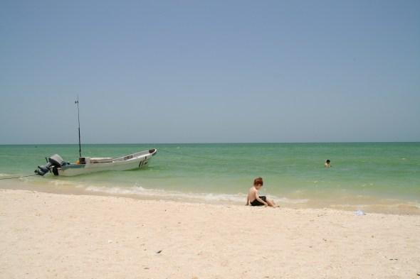 Celestún es una playa que queda a menos de una hora en auto desde Mérida. Es tranquila, limpia y más económica que Cancún.