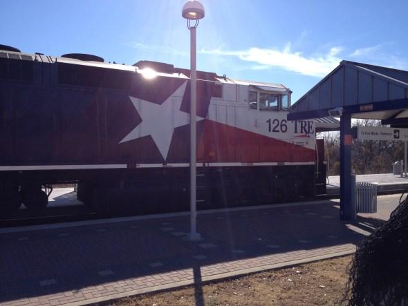 El Tren que une Dallas con Fort Worth, y te deja cerca del aeropuerto.