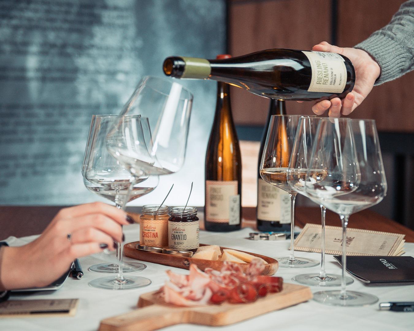 Roeno wijn en spijs