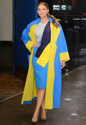 Blake leaving ABC studios in this popping Roksanda Ilincic dress and matching coat.