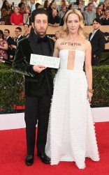 Simon Helberg and Jocelyn Towne at the 2017 Screen Actors Guild Awards (SGA Awards) Red Carpet on Jan. 29, 2017.