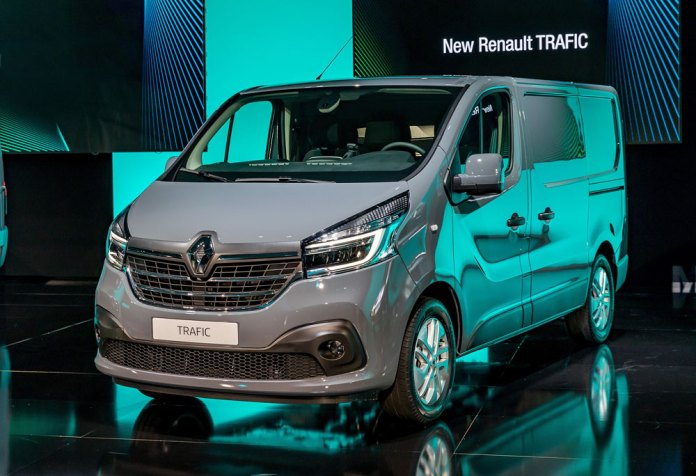 Renault_Light_Commercial_Vehicles_Range-trafic-01