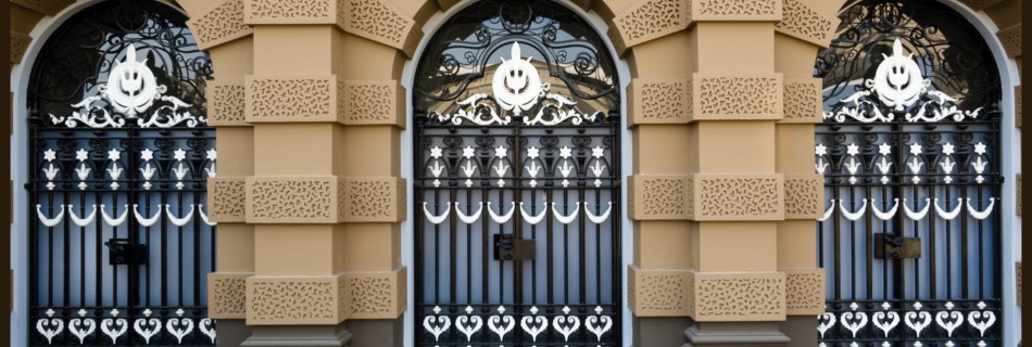"""Shot of the palace in Bangkok showing rounded windows with metall work looking like smily faces. Prepared as postcard """"Keep smiling. It's conntagious."""" and logo of Devocean Pictures."""