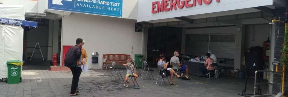 """Covid-19 testing station built up in front of BIMC hospital in Kuta, Bali with sitting area to take blood sample (marked with emergency) for blog posting """"Reisen in Zeiten von Corona: Hauptsache weg"""""""