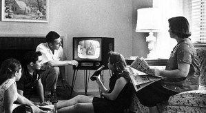 645px-Family_watching_television_1958 wikipedia public domain