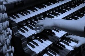 800px-Yoke pipe organ wikipedia public domain