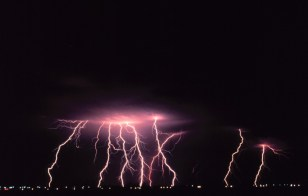 http://upload.wikimedia.org/wikipedia/commons/2/24/Cloud-to-ground_lightning2_-_NOAA.jpg