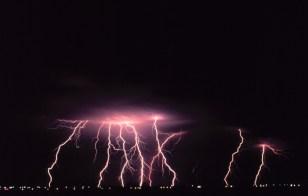 http://upload.wikimedia.org/wikipedia/commons/2/24/Cloud-to-ground_lightning2_-_NOAA.jpg