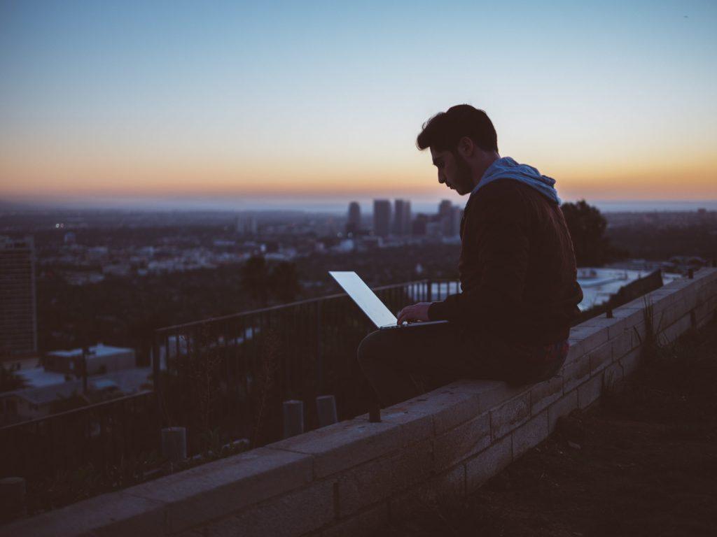 Achat d'un ordinateur portable: des conseils afin de faciliter la décision et aider à identifier les motivations et réels besoins. Est-ce vraiment si différent qu'un ordinateur de bureau ?