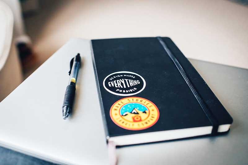 Contoh Resensi Buku Novel Fiksi Lengkap Beserta Cara Meresensi dan Penjelasannya