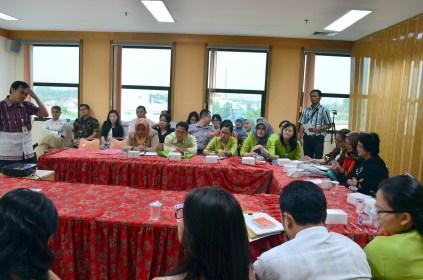 Suasana seminar, peserta nampak antusias