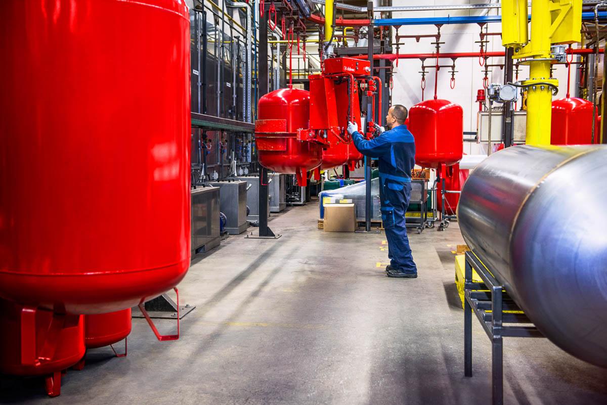Productie industriele drukvaten voor gebruik in een jaarverslag