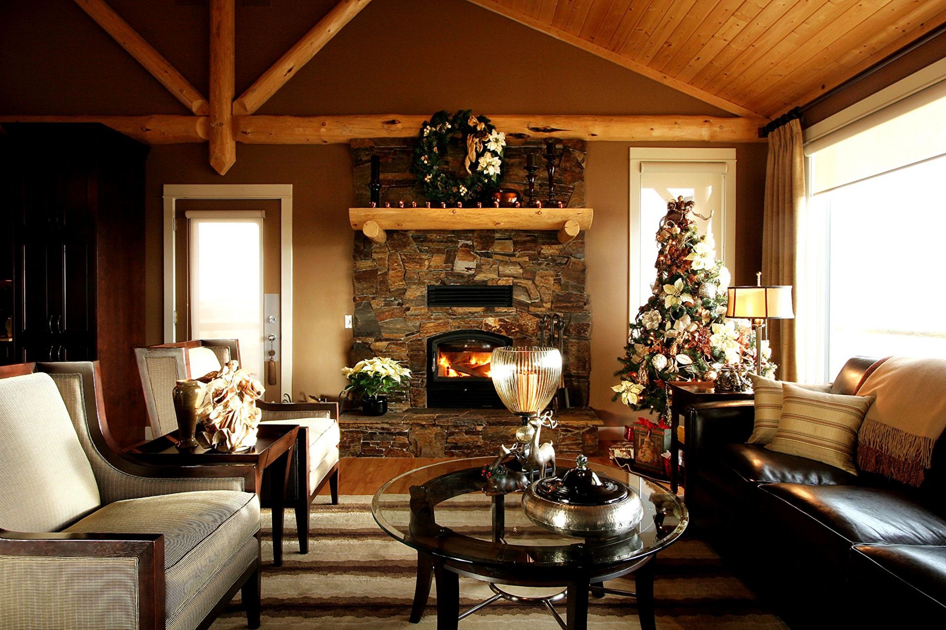 Living Room Christmas With Fireplace 4