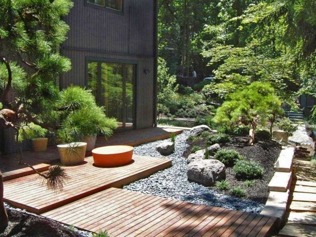Japanese Garden Style With Wooden Deck And Foot Step - Via saetha.com