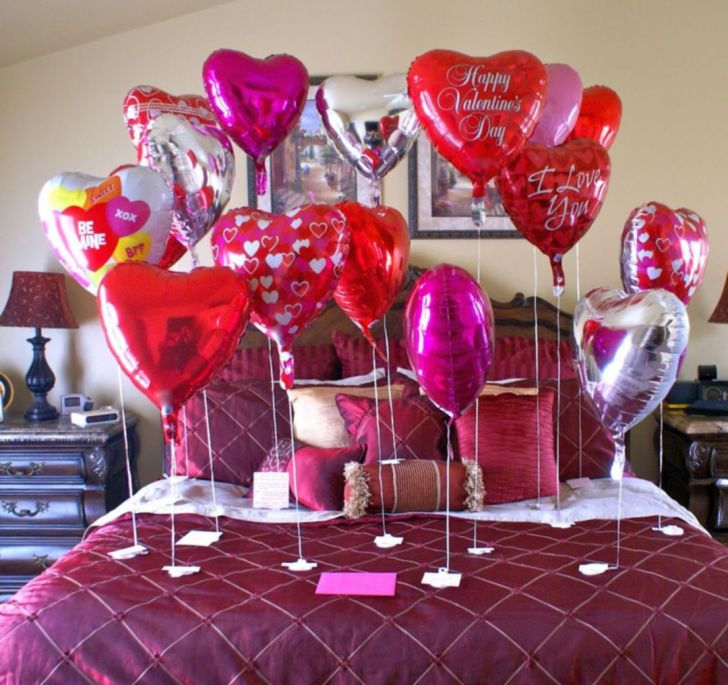 Impressive bedroom decoration for valentines day with balloons - Via myaustinelite.com