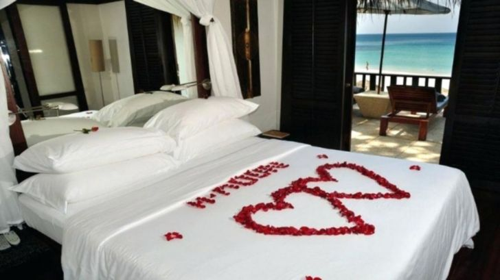 Romantic Bedroom Ideas For Valentines Day With love flower - Via promopays.club
