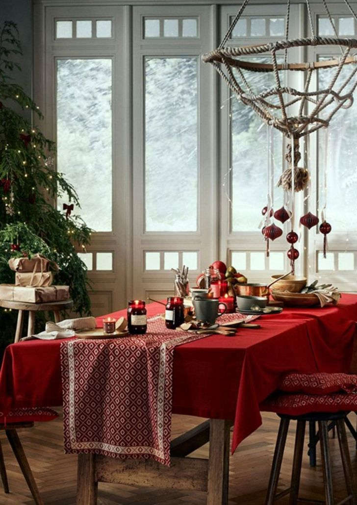 Christmas Dining Room with Elegant Decorations