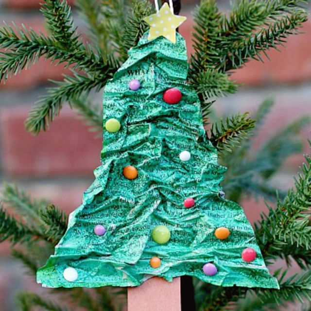 Take some paper then crease and color. Kids will love making this super easy DIY Christmas tree decoration.