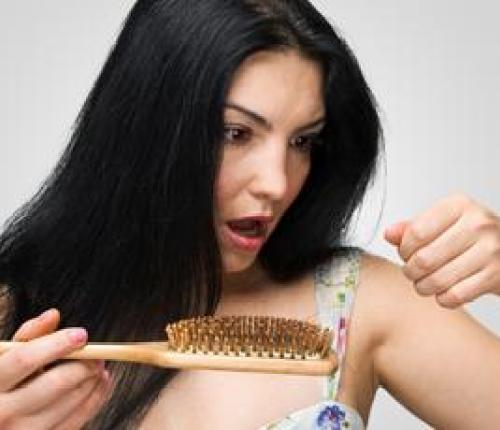 Alopecia feminina – de ce cade parul la femei?