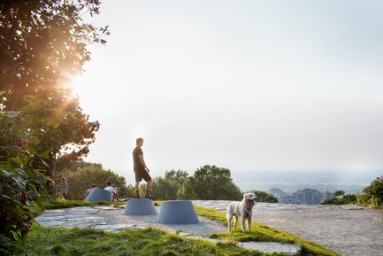 Press kit   2366-03 - Press release   Montreal Project Wins Major International Design Award - civiliti with Julie Margot design - Landscape Architecture -   Cluster of place-markers on one of the Mount Royal Heritage Site's three summits<br>   - Photo credit: Adrien Williams