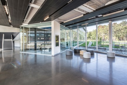 Press kit | 865-30 - Press release | Lemay Wins 2017 American Architecture Prize for Design of Pomerleau Offices - Lemay - Commercial Architecture - Pomerleau Offices - Interior  - Photo credit: Jonathan Robert
