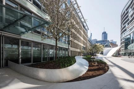 Press kit   2321-01 - Press release   Bringing Together Urban Design, Architecture and Art - schneider+schumacher - Urban Design - Flowing wave<br> - Photo credit: © schneider+schumacher