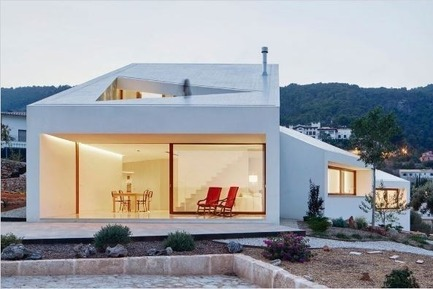 Press kit   661-35 - Press release   World Architecture Festival 2016 – Day One Winners of International Architectural Awards Announced - World Architecture Festival (WAF) - Institutional Architecture - Photo credit: House - Completed Buildings:OHLAB / Oliver Hernaiz Architecture Lab,HouseMM,Palma de Mallorca, Spain