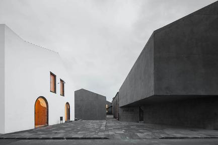 Press kit | 1830-07 - Press release | FAD Awards Winners 2016 - FAD - Fostering Arts and Design - Competition - 2016 FAD Architecture Award<br><br>Arquipélago - Contemporary Arts Center<br>Rua Adolfo Coutinho de Medeiros, s/n&nbsp;&nbsp;&nbsp;&nbsp;&nbsp;&nbsp;&nbsp;&nbsp;&nbsp;&nbsp;<br>Ribeira Grande. Azores (Portugal)<br>&nbsp; &nbsp; &nbsp; &nbsp; &nbsp; &nbsp; &nbsp; &nbsp; &nbsp; &nbsp; &nbsp; &nbsp; &nbsp; &nbsp; &nbsp; &nbsp; &nbsp; &nbsp; &nbsp; &nbsp; &nbsp; &nbsp; &nbsp; &nbsp; &nbsp; &nbsp; &nbsp; &nbsp; &nbsp; &nbsp; &nbsp; &nbsp;&nbsp;<br>Authors:&nbsp;<br>João Mendes Ribeiro, architect &nbsp; &nbsp; &nbsp; &nbsp; &nbsp;<br>Cristina Guedes, Francisco Vieira de Campos, architects&nbsp;(Menos é Maisarquitectosassociados, lda)<br>Engineers:&nbsp;Hipólito Sousa, Jerónimo Botelho, Pedro Pint, Diogo Leite, FilipeFreitas, Jorge Rocha, RaulSerafim, HélderFerreir, Maria da Luz Santiago, Raul Bessa, Ricardo Carr<br><br> - Photo credit: José Campos