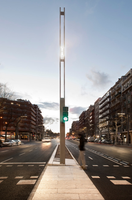 Press kit   1830-05 - Press release   2016 ADI Awards Finalists - ADI-FAD (Association of Industrial Design) - Industrial Design - Finalists Delta Awards<br><br>Col·lumna Paral·lel Barcelona<br> Design studio: Àrea Metropolitana de Barcelona (AMB)<br> Company: Philips Lighting<br> - Photo credit: AMB