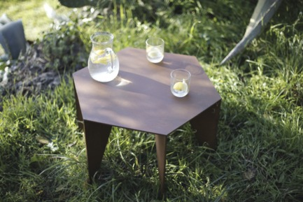 Press kit | 2608-01 - Press release | Les Choses, Publishing - Etterr Production - Product - The table in a Mediterranean garden.<br> - Photo credit: P. Vuilmet