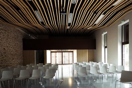 Press kit | 921-09 - Press release | Jacou wedding room - NBJ architectes - Institutional Architecture - Wedding room of Jacou interior - Photo credit: Leslie Verdet