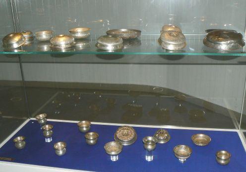 1280px-Vratsa-museum-Rogozen-treasure-5