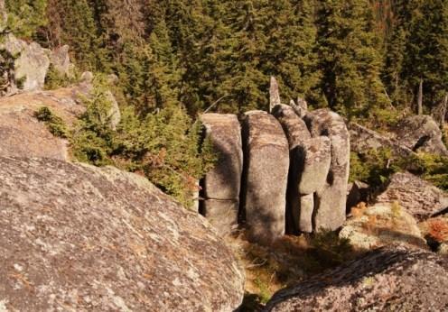 Ruine megalitice incredibile descoperite în Siberia (1)