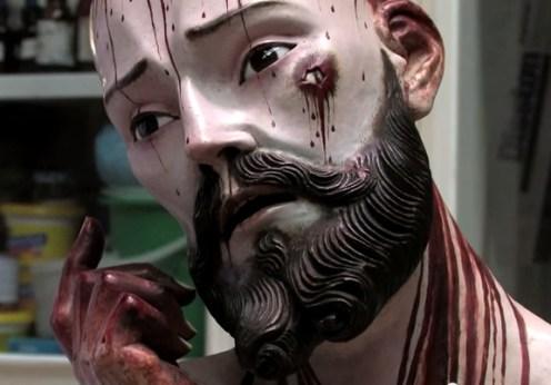 Dinţi umani descoperiţi într-o statuie a lui Iisus