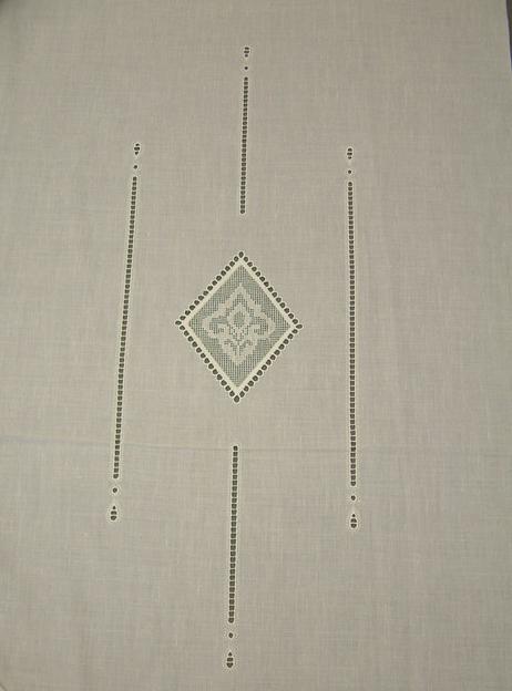 Coppia di tende odessa in misto lino ricamate a mano. Tendaggi Per Interni