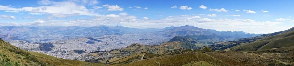 Panorma von Quito. Gesehen vom Pichinca (c) Benno Schmidt