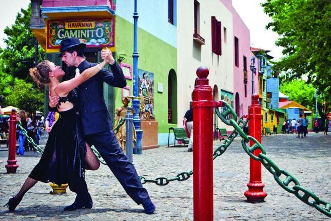 An Sonntagen kann man Tangotänzer oft auch auf den Straßen in Buenos aires entdecken