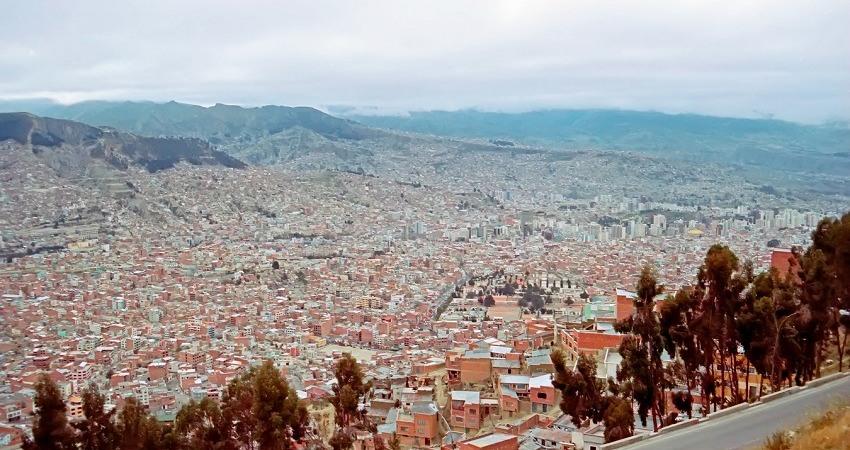 #viventurameets: Sozialprojekte in Bolivien. Tolle Aussicht über die beeindruckende Stadt La Paz. Es fehlt noch an Grünflächen. WWF tut etwas dafür.
