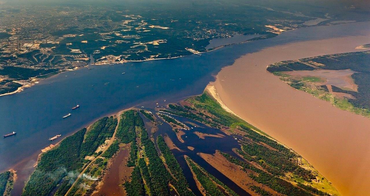 Beim Encontro das aguas vereinen sich der Rio Negro und der Rio Solimões zum Amazonas.