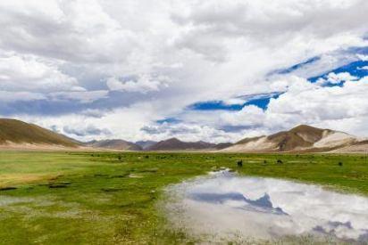 Diese Südamerika Romane lassen dich gedanklich durch Boliviens Landschaften von schillernden Lagunen bis zum Salar de Uyuni reisen. Quelle: viventura.