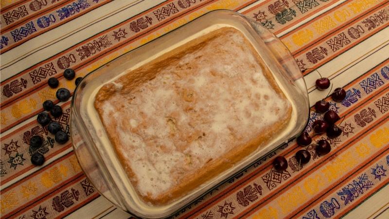 Die Torta Tres Leches basiert auf einem mit drei verschiedenen Milchsorten getränktem Biscuitteig.