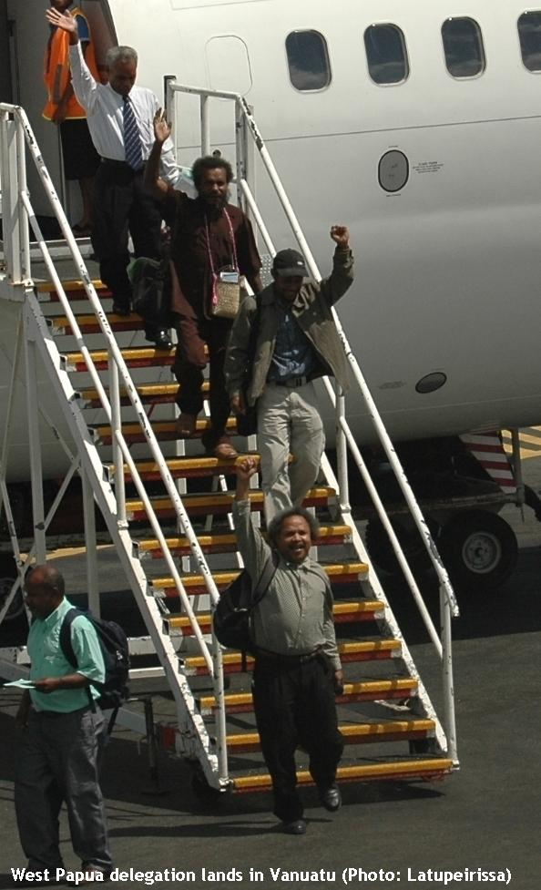 West Papua delegation lands in Vanuatu (Edu xx, Jacob Rumbiak, Jack Wainggai, Gwas Gwas XX, XX Kareni, Domingos Arronggear, Happy XX, Frans Kapisa