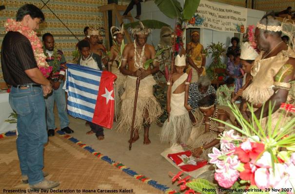Presenting Unity Day Declaration to Moana Carcasses Kalosil