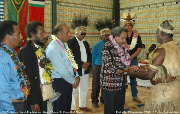 Gift Exchange, Jacob Rumbiak, Maraki Vanuariki Council of Chiefs, Port Vila 29 Nov 2007