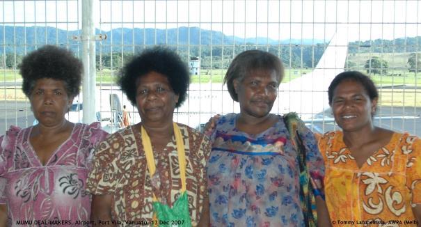 MUMU DEAL-MAKERS, Airport, Vanuatu, 13 Dec 2007