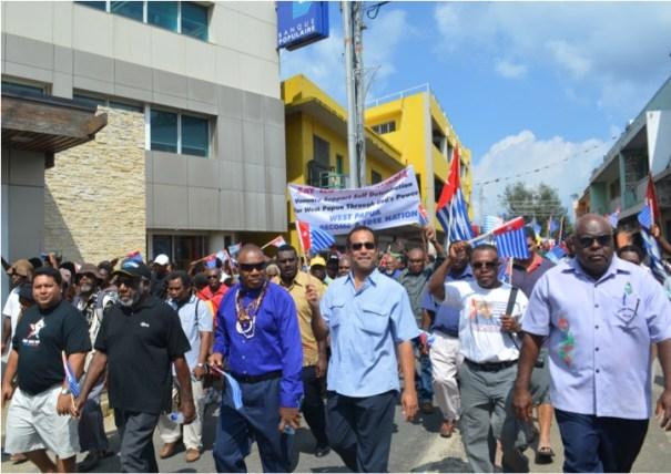 Francois Pihaatae, Prime Minister Joe Natuman, Chief Seni Mao Tirsupe (President, Malvatumauri National Council of Chiefs), Ralph Regenvanu MP, Governor Markus Yenu (Federal Republic of West Papua)