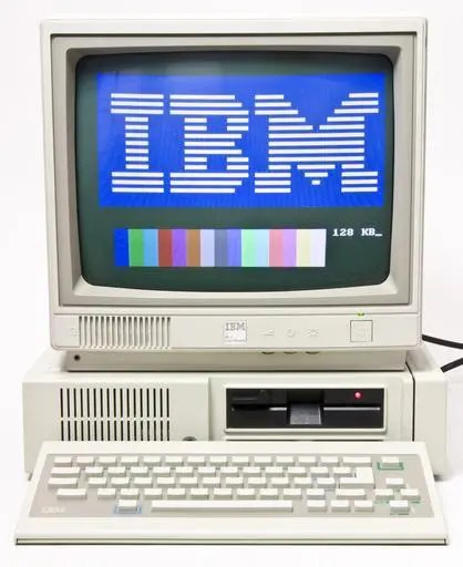 IBM PCjr with display and keyboard