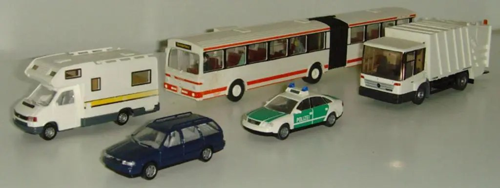 which is bigger, 1:64 or 1:87 scale
